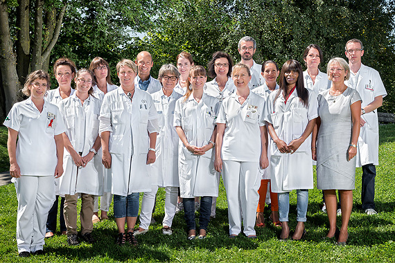 min-photo-groupe-medecine2-aout2015-4